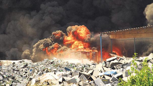 Plastik fabrikası  cayır cayır yandı