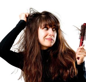 Kadınlar Saç Dökülmesini Gizliyor