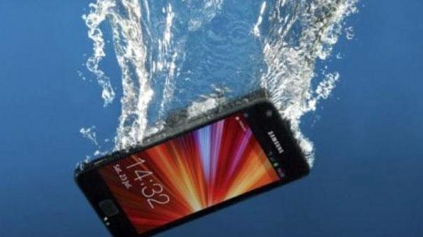 Akıllı telefonunuz suya düşerse ne yapacaksınız?