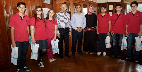 İstanbul İl Milli Eğitim Müdürü Yıldız, İhlas Koleji öğrencileri ile buluştu