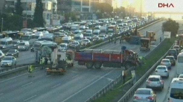 Istanbul Kartal Da Kaza Trafik Felc Son Dakika Haberler