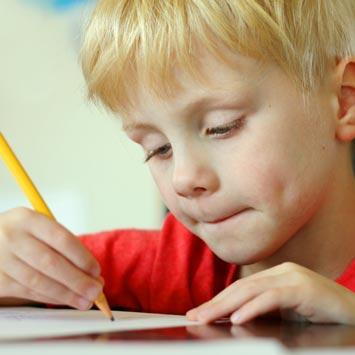 Kalemle yazmak, zihinsel beceriyi geli�tiriyor