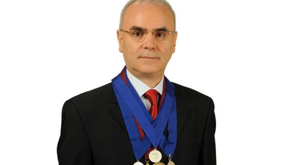 Ahmet Yıldızhan dünyanın en iyi 100 doktoru arasında!
