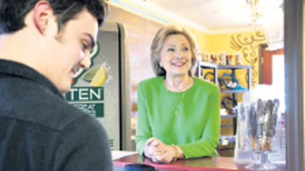 Hillary Clinton halka karıştı