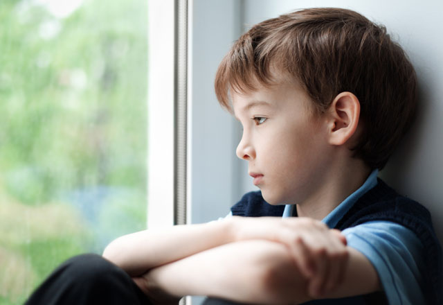 Utangaç çocuklara nasıl davranılmalı