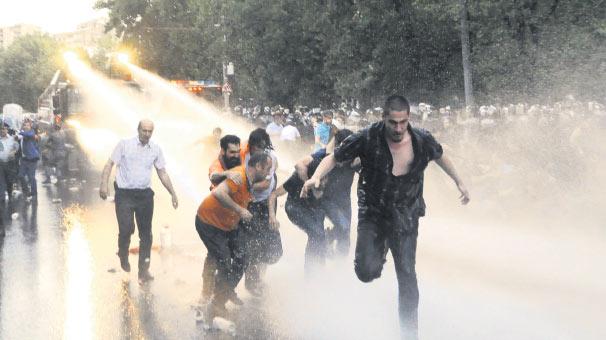 'Polis şiddeti toplumun çıkarlarına zarar verdi' haberi