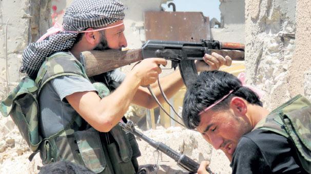 Rejim Lübnan sınırında muhalifleri sıkıştırdı haberi