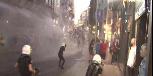 Taksim'de polis müdahalesi: Çok sayıda gözaltı var haberi