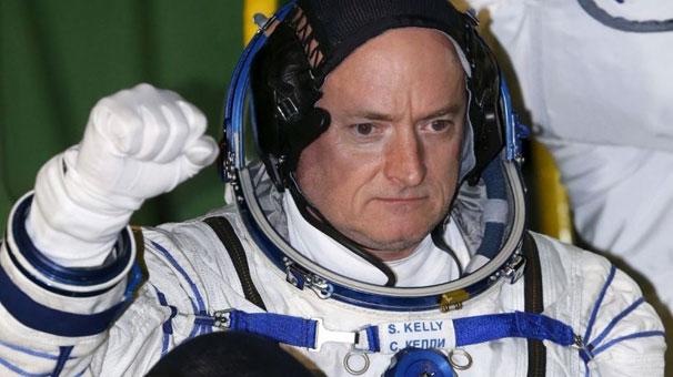 Uzaydan 5 santim uzayarak döndü