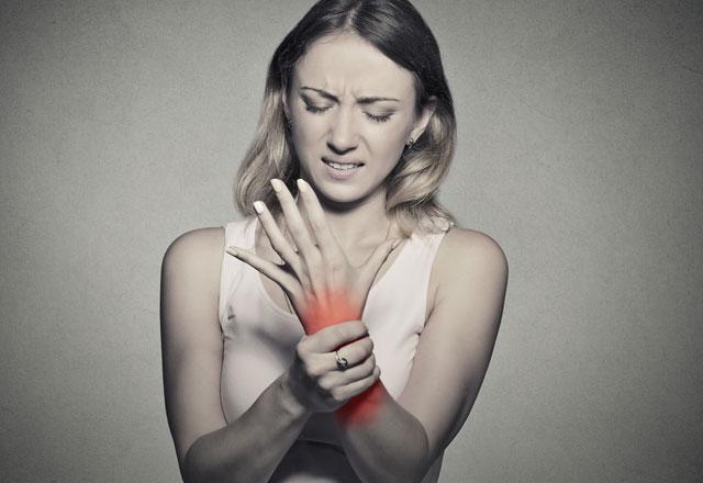 Ev kadınlarını tehdit eden hastalık Karpal Tünel Sendromu