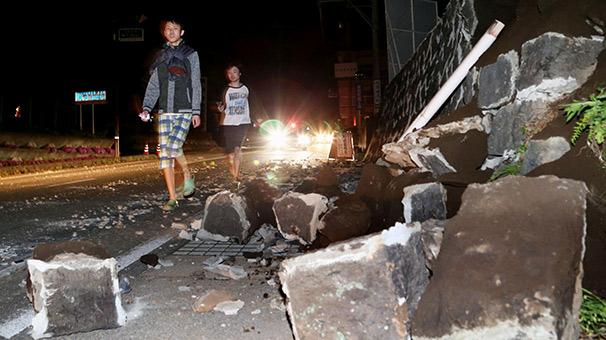 Deprem Japonya'da evleri yıktı