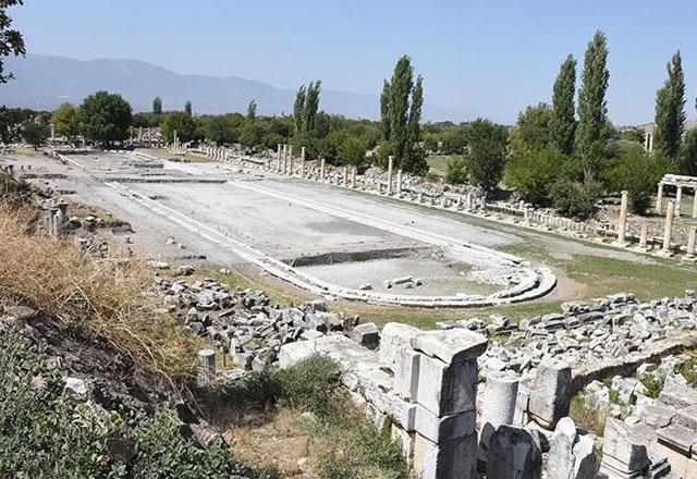 Afrodisias'ın dev havuzu gün yüzüne çıkıyor