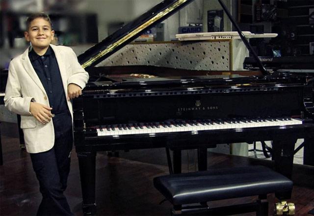 Türkiye'nin en genç caz piyanistiyle tanışın