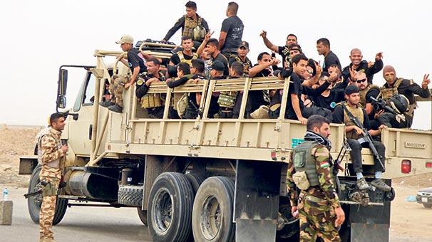 Irak ordusu Musul'da TV binasını ele geçirdi