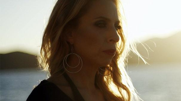 Zeynep Casalini'den yeni şarkı: Köprüler