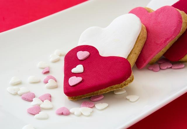 Sevgililer Günü'ne özel kalpli kurabiye tarifi