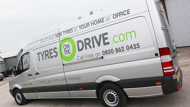 İnternetten otomobil lastiği sattılar 8 milyon sterlin yatırım aldılar