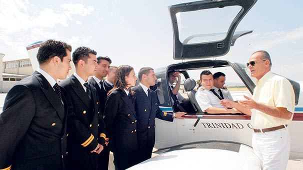 Sivil havacılık pilotları: eğitim, meslek ve sorumluluklar