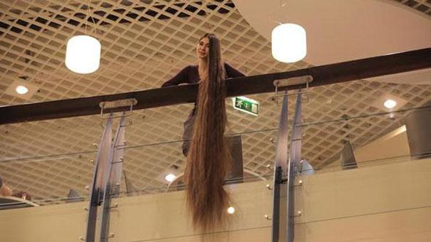 Saçlarının boyu tam 2 metre 86 santim!
