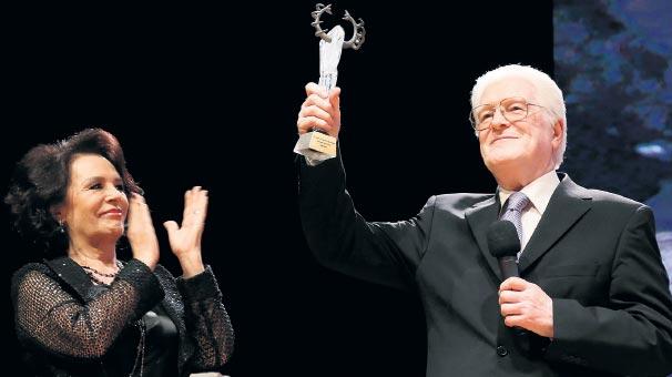 Onur Ödülleri'yle açıldı