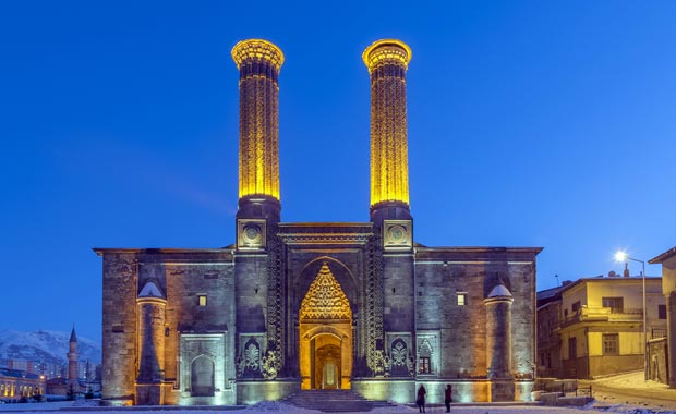 Erzurum Çifte Minareli Medrese - Milliyet Tatil Haberleri