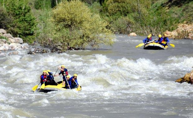 Botan Çayı'na gelene ücretsiz rafting heyecanı