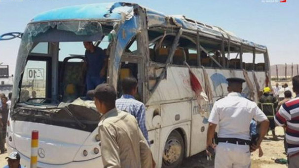 Mısır'da Hristiyanlara silahlı saldırı! Ölü sayısı artıyor...