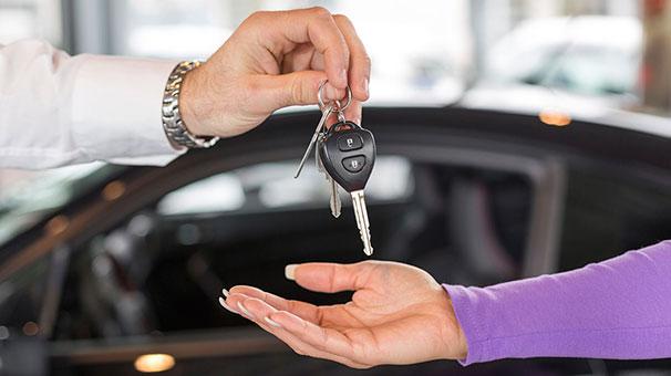 Tüketiciler artık otomobil almıyor, kiralıyor