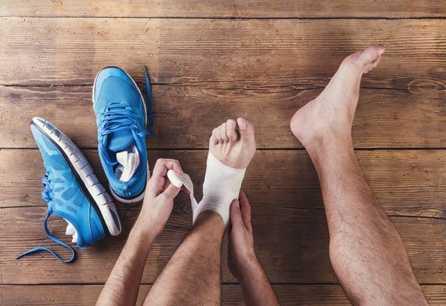 Evde ayak yaralanması nasıl tedavi edilir Halk ilaçları kullanarak evde bir ayak yaralanması tedavisi
