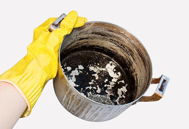 Yanmış tava nasıl temizlenir?