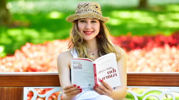''Hikayemin Adı Kırmızı''  sesli kitap oldu