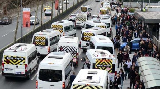 İstanbul'da trafik yoğunluğu okul servisleri ile ilgili görsel sonucu
