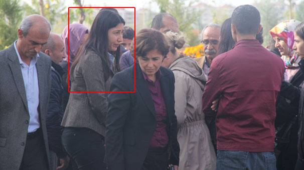 Son dakika... Diyarbakır'da öldürülen teröristin cenazesinde görüntülendi!