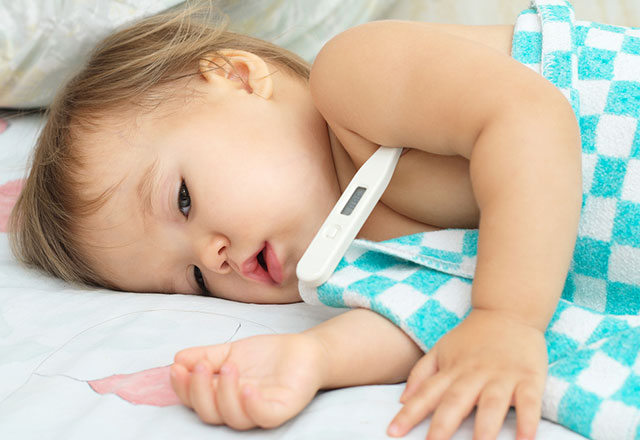 Bebeklerde yüksek ateş nasıl düşürülür Ateş hangi durumlarda tehlikeli olur