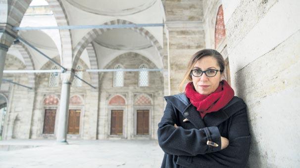 """""""Huzur tam bir İstanbul romanıdır"""""""
