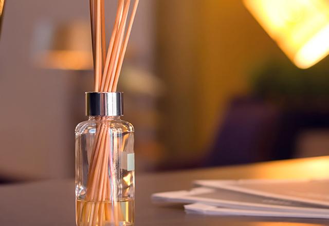 Evde çubuklu oda parfümü nasıl yapılır?