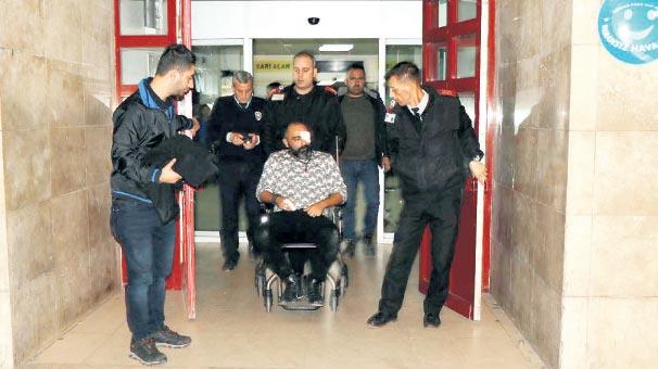 Bıçaklı doktor  polislere saldırdı