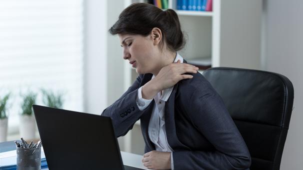 Her 4 çalışandan birinde görülen omuz ağrısına dikkat