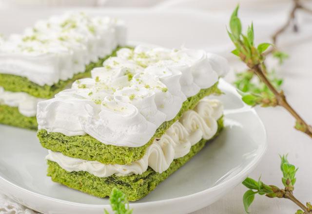 Ispanak sevmeyeni bile özendirecek türden ıspanaklı kek