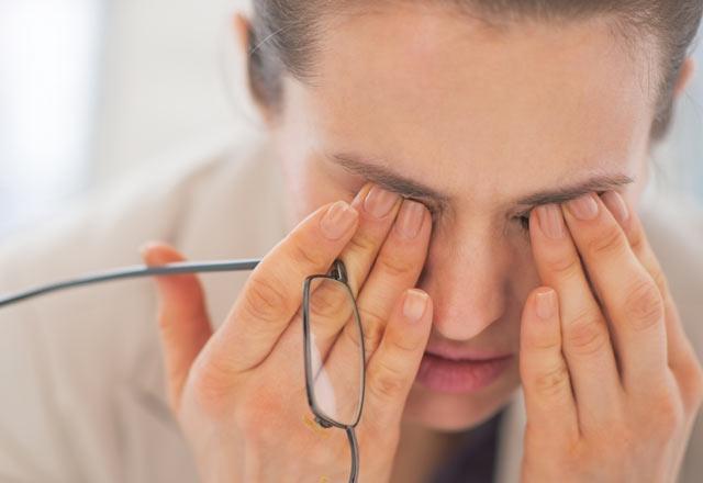 Baş ağrıyor ve gözlere bastırıyor - ne yapmalı veya yapmalı