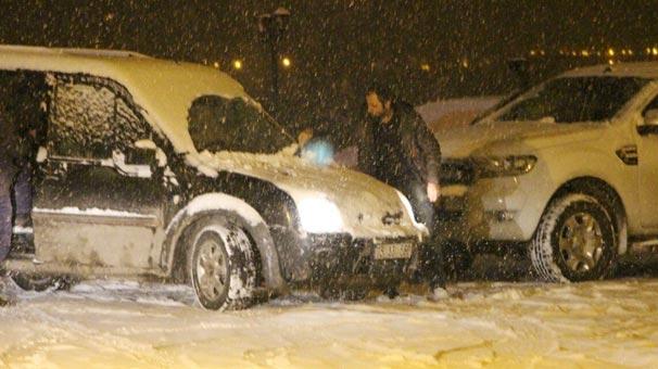 Kar yağışı bastırdı! Kent beyaza büründü