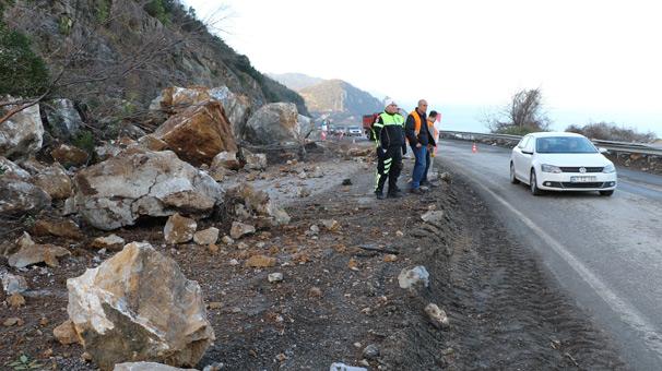 Zonguldak-İstanbul Karayolu'nda heyelan meydana geldi, yol kapandı