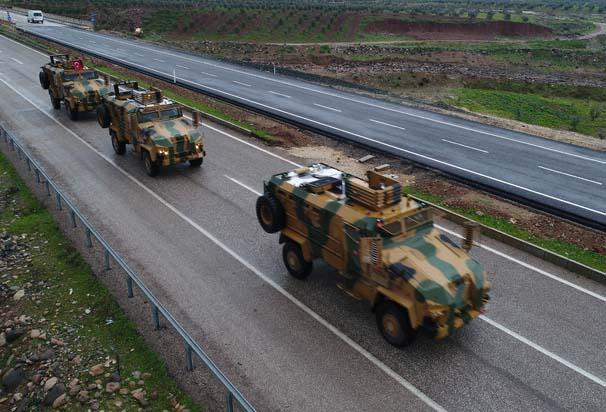 Afrin'e askeri sevkıyat sürüyor! İşte bölgeden gelen son görüntüler...