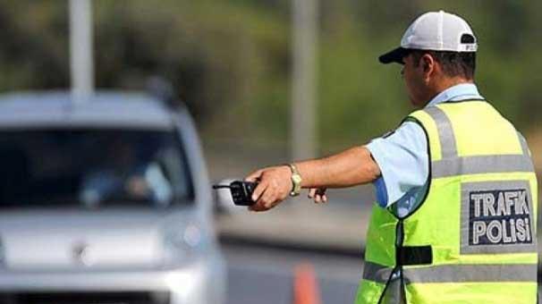 Trafik cezasına kızan vatandaşın yaptığına bakın yok artık!
