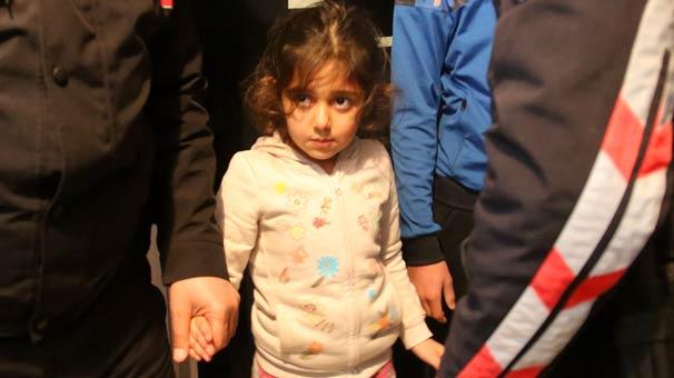 Ailesinin içeriye kilitleyip işe gittiği 5 yaşındaki kızı polis kurtardı