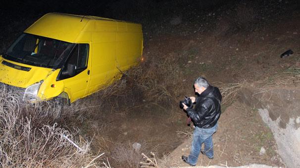 Minibüs 30 metreden dereye yuvarlandı