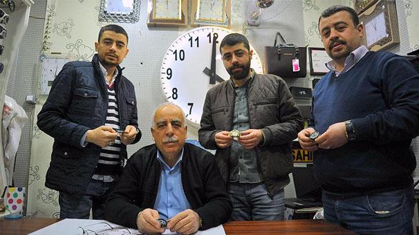 Saat tamircisi, üç oğluna da saat tamirciliğini öğretip dükkan açtı