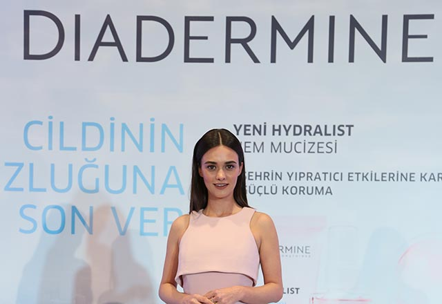 Diadermine marka elçisi Hande Soral