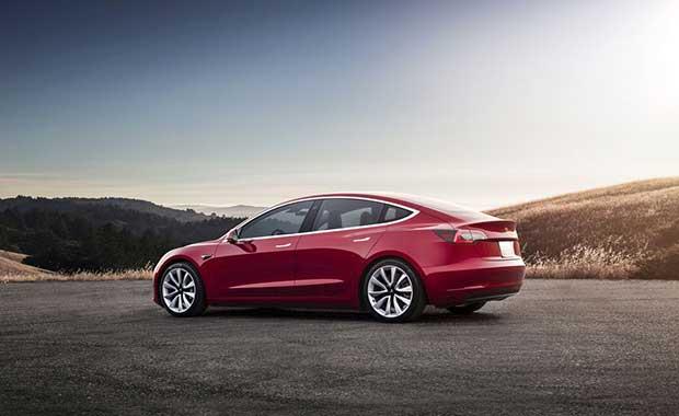Elon Musk, Tesla Model 3 için hedefi tutturamadı