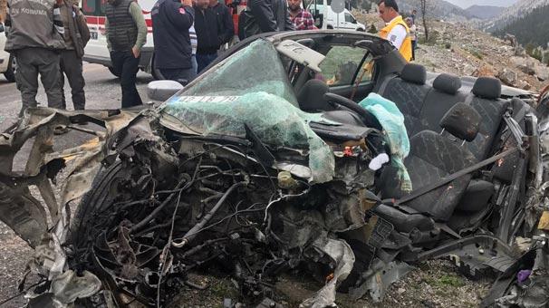 Feci kaza! Hurdaya dönen araçta aile hekimi öldü